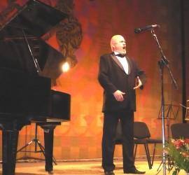 Мелодичен заряд и виртуозни изпълнения белязаха концерта на тенора Стоян Финджиков