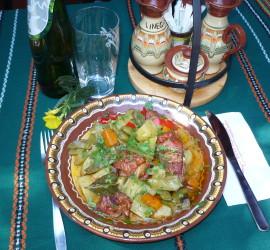 Свински ребърца с пресни зеленчуци