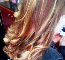 Медено, русо, кестеняво, ярко червено, преливащи нюанси и още от топ тенденциите в цветовете при косите