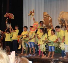 """Деца и артисти в Пътуваща академия """"Артисти за деца"""" представиха финалния спектакъл """"Любопитното слонче"""""""