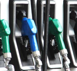 Повече обороти в бензиностанциите, отколкото в магазините за храни