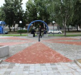 """Реконструираният площад """"Пенчо Хаджилуков"""" в Панагюрище"""