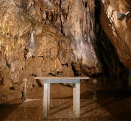 """Четири двойки си казват """"да"""" в Ягодинската пещера през август"""