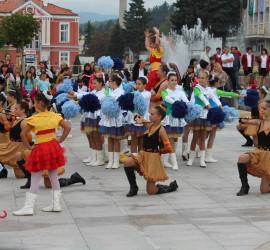 Музика, танци и красота в центъра на Панагюрище