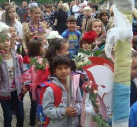 За над 100 първокласници от община Панагюрище е поискана целева помощ
