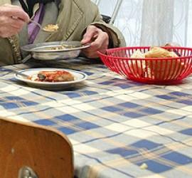 Определиха нуждаещите се, които ще се хранят в обществената трапезария