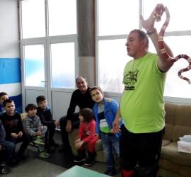 Доц. Стоян Лазаров показа екзотични екземпляри на малчугани от Панагюрище