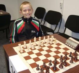И деветгодишният шахматен вундеркинд Александър Ташев участва в турнира по шахмат