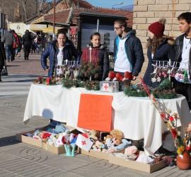 Близо 1000 лева бяха събрани от благотворителния базар на БЧК