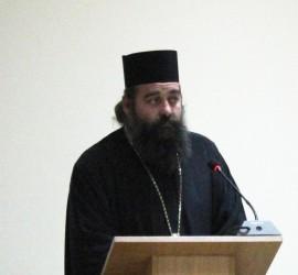 """Местният парламент не взе решение за отбелязването на 1 май. От трибуната отец Атанас Манолов заяви: """"Някъде по пътя скъсахме нишката на диалога… Разделихме обществото на две"""""""
