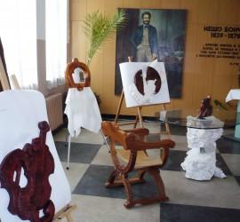Красиви дърворезби подреди в изложба преподавателят Марин Кушлов