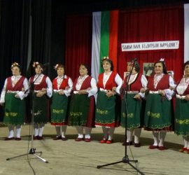 """С празничен концерт НЧ """"Искра-1872"""", село Попинци отбеляза Деня на народните будители и 60 години от създаването на Женска певческа група в читалището"""