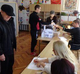 Според неофициални данни от протоколите 7 134 избиратели в община Панагюрище са подкрепили кандидатурата на генерал Румен Радев за президент на Република България