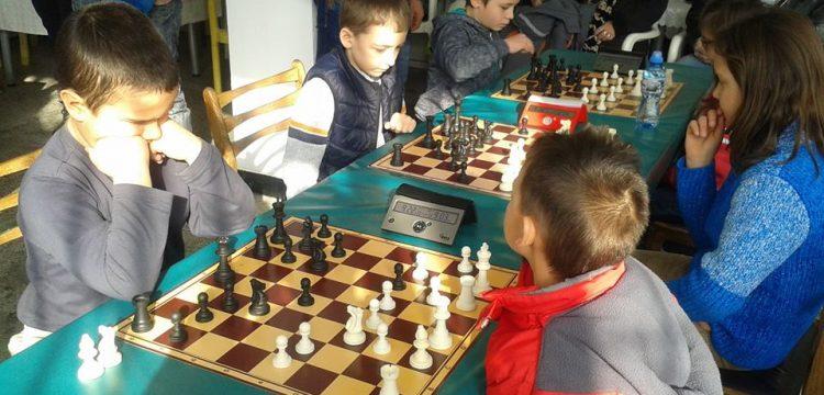 Отборно състезание по шахмат се провежда днес в Панагюрище