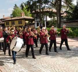 """Празничен концерт """"Аз съм България"""", с водещ Драгомир Драганов в навечерието на 3 март в Панагюрище"""