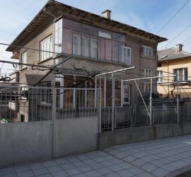 Продавам етаж от къща