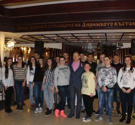 """24 отлични ученици получиха стипендии по проекта """"Образование за всички"""" на фондация """"Асарел"""""""