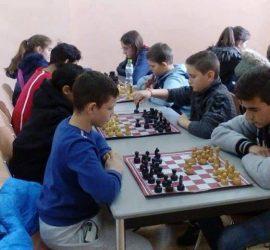 Отборът по шах на с. Попинци с убедителна победа в областно състезание
