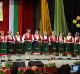 """Богатството на фолклора показаха участниците в Националния фолклорен фестивал """"Пъстър, цветен Гергьовден – Попинци` 2017"""""""