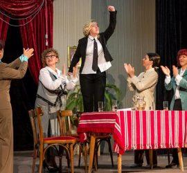 """Поради голям зрителски интерес постановката """"Мъжемразка"""" ще бъде представена и в неделя"""