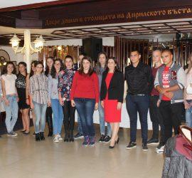 """Осемнадесет ученици получиха стипендии по проекта """"Образование за всички"""""""