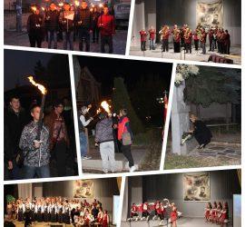 С факелно шествие и празничен концерт Панагюрище почете Деня на народните будители
