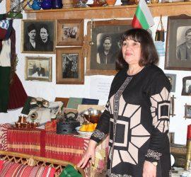 Жена от Бъта съхранява фамилната памет и бита на миналото. Превърна родовата къща в своеобразен семеен музей