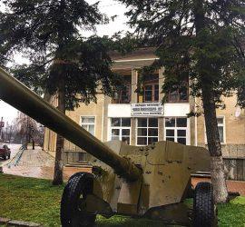 Музеен експонат на голямо противотанково артилерийско оръдие е поставен в центъра на с.Бъта
