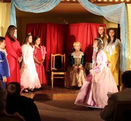 """Малките театрали представиха пиесата """"Невероятните приключения на една принцеса"""""""
