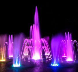 Тази събота светлинно-музикалната шоу програма на фонтаните ще бъде от 21 до 21:30 часа