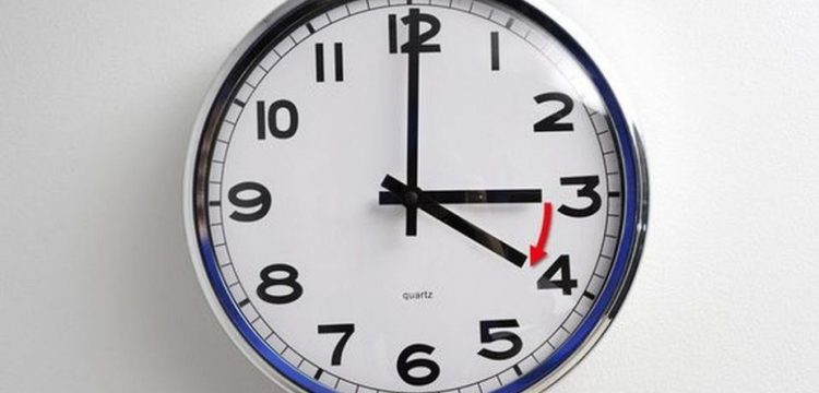 Тази нощ местим стрелките на часовника с един час напред