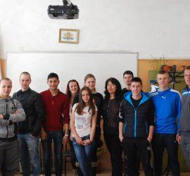 """Ученици от 12-ти клас на ПГИТМТ, специалност """"Компютърна техника и технологии"""" участваха в проект """"Твоя час"""""""