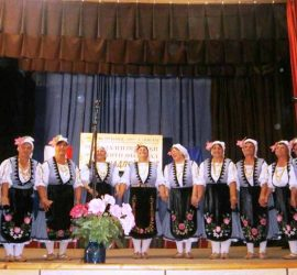 """Над 400 изпълнители взеха участие в шестото издание на фолклорния фестивал """"Ха, надпей ме"""" в с.Левски"""