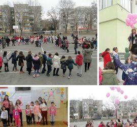 """С българско хоро и розови балони в ОУ""""Проф. Марин Дринов"""" отбелязаха Международния ден за борба с училищния тормоз"""