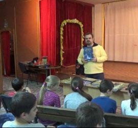 """Писателят на книги -игри за деца Никола Райков гостува на ученици в ОУ """"Поф. Марин Дринов"""""""