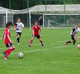 12 български и македонски футболни отбори от набор 2008 се състезават за купата на Тракийски хотелиери в Панагюрище
