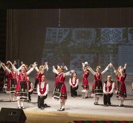 """ФНТ""""Средногорска жарава"""" представи красотата на българския фолклор в самостоятелен концерт"""