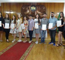 """""""Златен ключ"""" получиха отличниците на Випуск 2019' в град Панагюрище"""