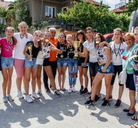 """Момичетата на ОУ """"Двайсти април"""" – шампиони на ученическите игри по хандбал"""