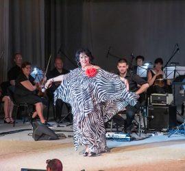 """Йорданка Христова и нейните """"Любими евъргрийни"""" на сцената в Панагюрище"""