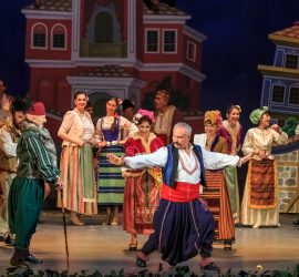 """Фондация """"Проф.д-р Лъчезар Цоцорков"""" дарява на панагюрската общественост оперетния спектакъл """"Българи от старо време"""""""