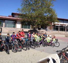 """Априлци проведоха велопоход под мотото """"Безопасно управление на велосипед в градска среда"""""""