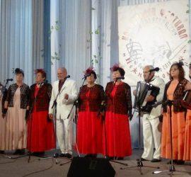"""Около 400 участници в Четвъртия национален фестивал на старата градска и шлагерна песен """"Нежни спомени"""" в Панагюрище"""