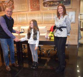 В Деня на будителите майка и дъщеря направиха дарение на панагюрския музей