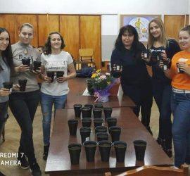 Ученици от ПГИТМТ посадиха 30 дръвчета в Деня на християнското семейство