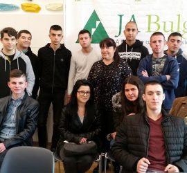 """Ученици от 12 клас на ПГИТМТ взеха участие в Кариерен форум """"Професиите на бъдещето"""""""