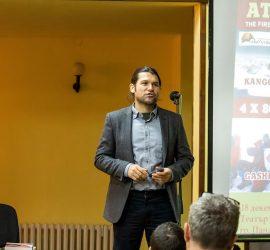 Алпинистът Атанас Скатов представи експедициите си в Панагюрище