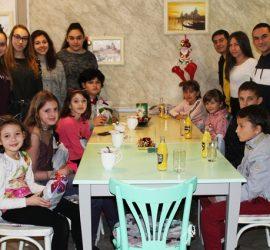 """Лео Клуб- Панагюрище с инициатива ,,Дари добро на дете в нужда"""" в навечерието на Коледа"""