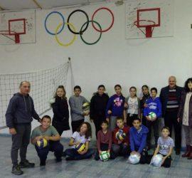 """МИГ """"Панагюрище, Стрелча, Лесичово"""" подари футболни и волейболни топки на всички училища и социални домове от територията си"""