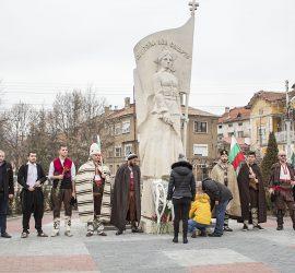 Родолюбиви младежи от Панагюрище организираха шествие за 164-та годишнина от рождението на Райна Княгиня